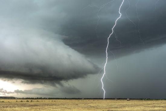 lightning-4713379_1920